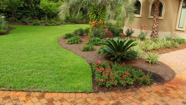 residential-lanscaping-1-640x360