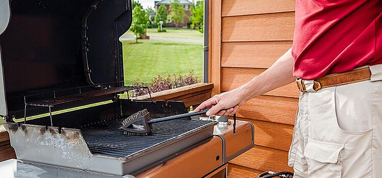 Clean Your Grill Properly before outdoor entertaining